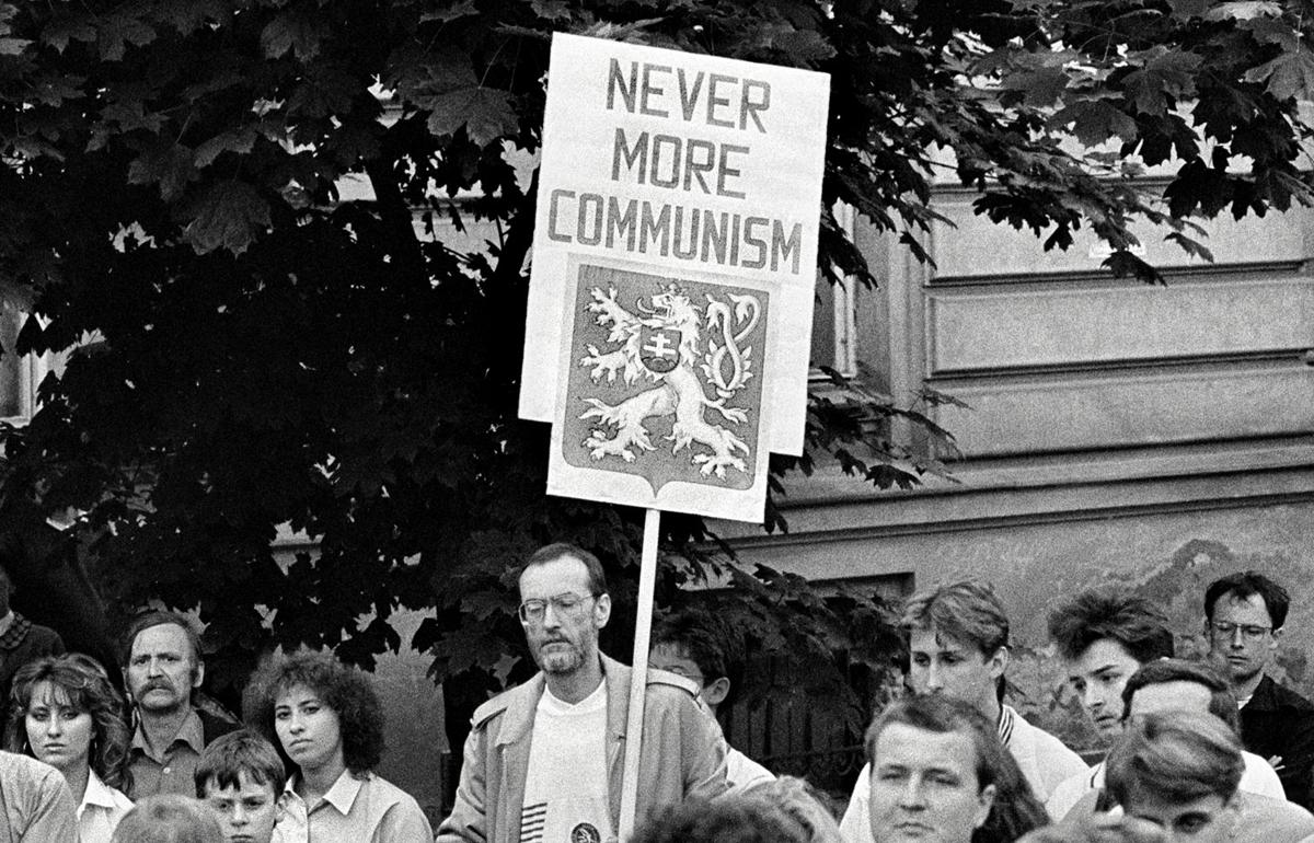 1989 –REVOLUȚIA DE CATIFEA
